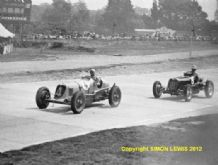 MASERATI 8CM & ERA R4D Bira leads Mays  1937 International Trophy Brooklands